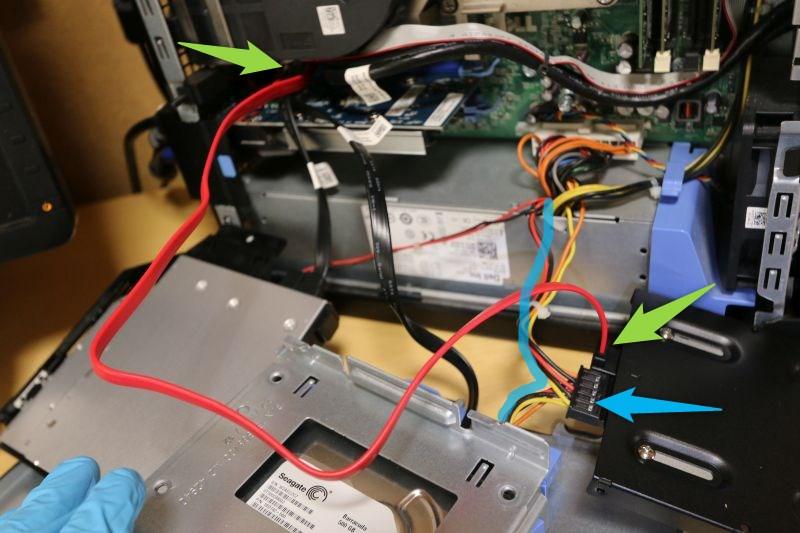 SATAケーブルで接続 SDD側はL型コネクタを指す 電源はHDDからのブランチを使う
